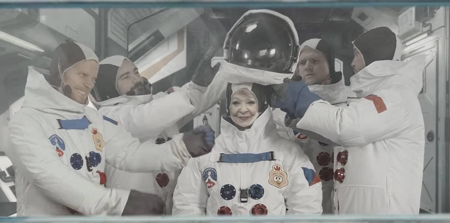 BIZÁR TÝDNE: Prachař, Kotek, Brzobohatý a Bouček poslali Jiřinu Bohdalovou do vesmíru v Žižkovské věži