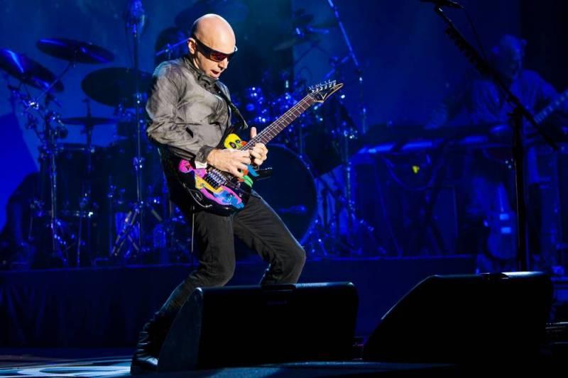 Joe Satriani rozbalil svou věhlasnou kytarovou show v Praze