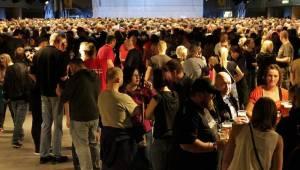 Škwor přilákal do Fora Karlín davy lidí