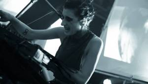 IAMX v Roxy: nová deska, skvělý setlist a narvaný klub