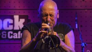 Trumpetista Laco Deczi hrál v JazzDocku energicky