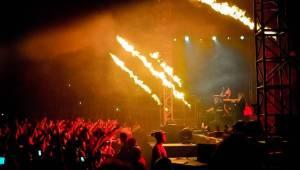 Ohně, metalový nářez a skvělá Floor Jansen: Nightwish v Praze druhým objektivem