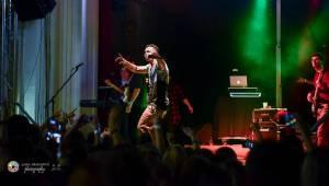 Bomby, show a ječící fanynky: Ben Cristovao zpíval v Pekle