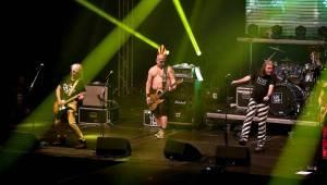 Visací zámek oslavil Kristova léta ukřižováním striptérky, gratulovali Plexis i Slobodná Europa