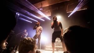 Umělý sníh, vánoční hit i velká party: Skyline hráli v Roxy
