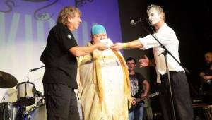Čankišou křtili v Brně desku šamanovicí