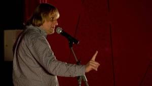 Na stojáka v Kadani: Lukáš Pavlásek a spol. bavili tak, že tekly slzy smíchu