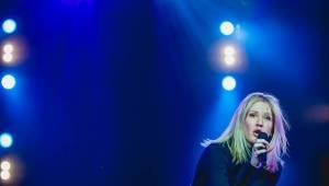 Ellie Goulding v Praze nešlo o show, víc sázela na vřelost