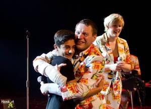 Monkey Business v Kadani: Matěj Ruppert cestoval nad hlavami diváků a zpíval s fanouškem Jakubem