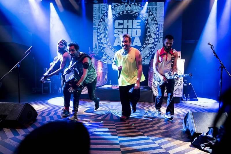 Che Sudaka v Lucerna Music Baru: radost, tanec a příval energie