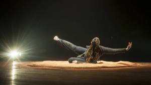 Prague New York Effects: Výborné spojení Lenky Dusilové a tanečnice Tendayi Kuumba zakončilo Spectaculare