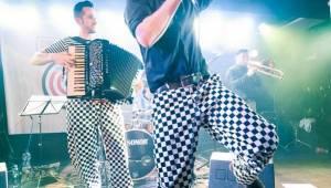Circus Problem v Rock Café: Jestli ráno neodletěli, tak tam paří ještě teď
