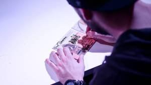 Marpo potěšil fanoušky v Praze. podepsal jim novou desku Lone Survivor