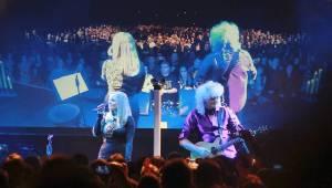 Brian May vzpomínal v Brně na Freddieho Mercuryho i Beatles, doprovodila ho Kerry Ellis