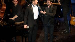 Ondřej Brzobohatý přivezl do Plzně symfonický orchestr. Zpíval i Eltona Johna nebo seriálové hity