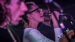 Slovenský večírek v Praze: Rock Café rozezněli Puding paní Elvisovej a Chiki Liki Tu-a