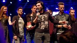 Žebřík: Diváci ocenili Tomáše Kluse, Slzu i Ewu Farnou. Vítězové se radovali na pódiu i v zákulisí