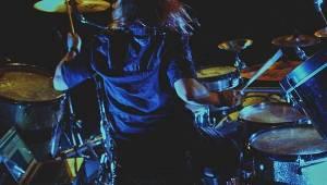 Miloš Meier odpálil svou show Drumming Syndrome v Polné