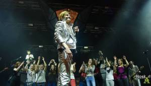 Mandrage ve Fóru Karlín: křest alba, nálož konfet a na závěr Dan Nekonečný
