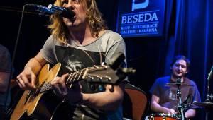 Akustický večírek Vypsané Fixy v Malostranské besedě se zvrhl v divočinu