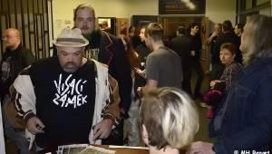 Pornopunk tour v Plzni: Visací zámek a Záviš rozezpívali Šeříkovku