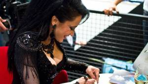 Lucie Bílá rozdávala autogramy v Praze: Podepisovala se vařečka i svatební tenisky