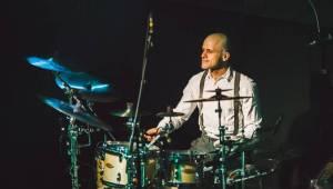 Pozitivně naladěný Frank Turner v Praze zazpíval i v češtině