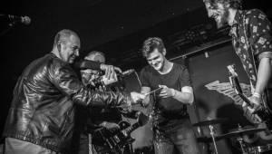 Rituály zpečetili sázku na černou v pražském Rock Café