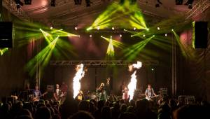 Tři sestry open air v Litvínově: Lou Fanánek Hagen mezi ohni