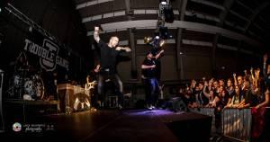 Marpo a Troublegang v Plzni: skákající fanoušci, přetlačování s ochrankou a divoká show