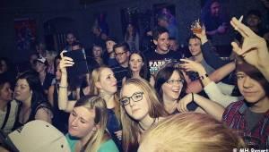 zakázanÝovoce v Kalikováku: Energie a hity rozpumpovaly diváky v Plzni