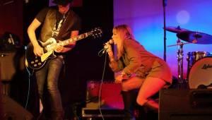 Her & Kings County v Mostě hájili postavení nejdivočejší country kapely všech dob