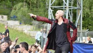 Plzeň žije metalem: Nightwish dostali v první den Metalfestu platinovou desku