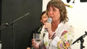 Aneta Langerová pokřtila s Bárou Hrzánovou vinyl Na Radosti. Poté zazpívala akusticky