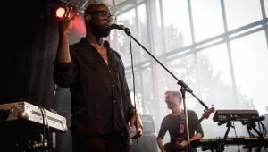 Metronome festival neohrozilo ani krupobití: Iggy Pop, Kooks, Ella Eyre i Mydy Rabycad ovládli pódium