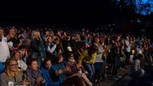Aneta Langerová s Karlovarským symfonickým orchestrem postavila fanoušky na nohy