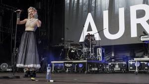 Druhý den Colours ovládli Of Monsters And Men a Aurora