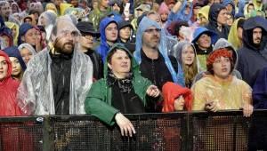 Třetí den Colours: Výtečná Caro Emerald, nudní Kodaline a vytrvalý déšť
