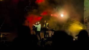 Na závěr Colours Of Ostrava zabodovali Underworld, 2Cellos, Passenger i divocí Songhoy Blues