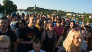 Parník RockZone vyplul po Vltavě, hráli Imodium a UkradenÝovoce