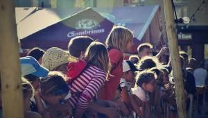 Živá ulice se táhne celou Plzní. Pro děti hráli Mixle v piksle, zářili i Tony Ducháček a Garage