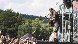 Druhý den festivalu Hrady CZ v Hradci nad Moravicí: Vypsaná Fixa, UDG a bouřlivý Kabát