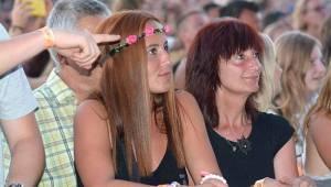 Na Bouzově zpívaly tisíce lidí se skupinami Kabát nebo Divokej Bill