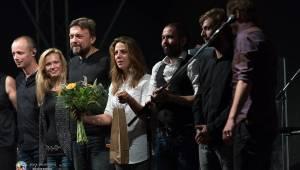 Radující se Aneta Langerová v Nebílovech přilákala i místní pávy