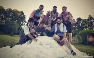 Ještě jeden fest v Tachově zchladil fanoušky umělým sněhem. Na pódiu to rozjeli Trautenberk nebo Donnie Darko