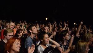 Koncert Čechomoru na Střeleckém ostrově osvětlovali i fanoušci