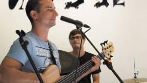 Jananas odehráli akustický minikoncert a představili desku. Nebo se to stalo samo?