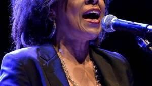 Divadlo Archa okouzlila Sharon Robinson, písničkářka a pravá ruka Leonarda Cohena