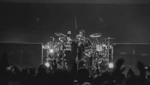 Nickelback po třech letech v Praze: Rocková smršť a nestárnoucí hity