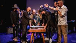 Pětadvacetiny iREPORTu v Royalu: Narozeninový dort rozkrojili Petr Janda, Matěj Ruppert, Jakub Kohák a další hosté